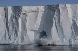 DSC06044 Antarctic Sound HeidiBerg calving